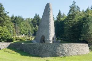 Pamätník čs. armádneho zboru na Dukle s vojnovým cintorínom_1585x1050